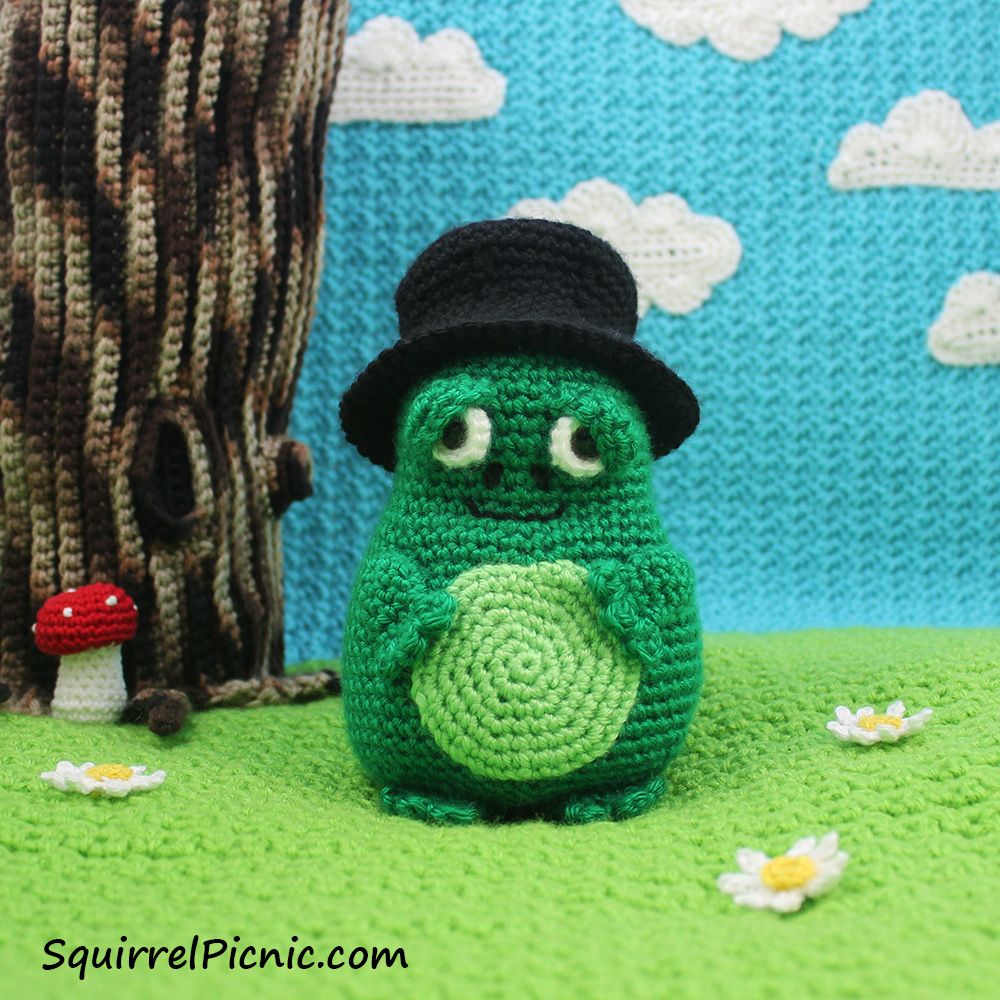 Mayor Snack Frog Free Crochet Pattern | The Big Acorn Race